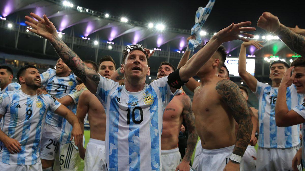 Lionel Messi célèbre le sacre de la Copa America 2021, son premier trophée majeur avec l'Argentine
