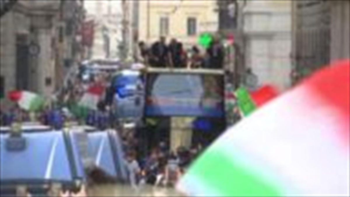 Italy Euro 2020 bus parade through the streets of Rome
