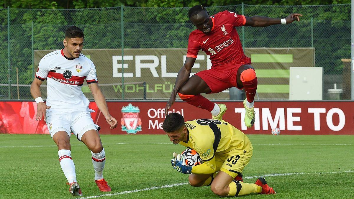 Liverpools Sadio Mané (oben) gelang gegen die VfB-Defensive nur noch der Ausgleich im Testturnier