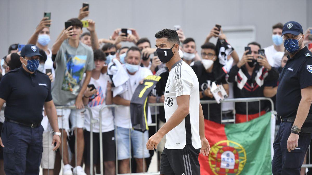Cristiano Ronaldo llega para pasar el reconocimiento médico antes de empezar la temporada 21/22 con la Juventus