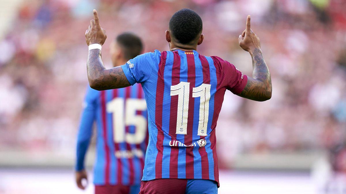 Depay celebra su gol al Stuttgart