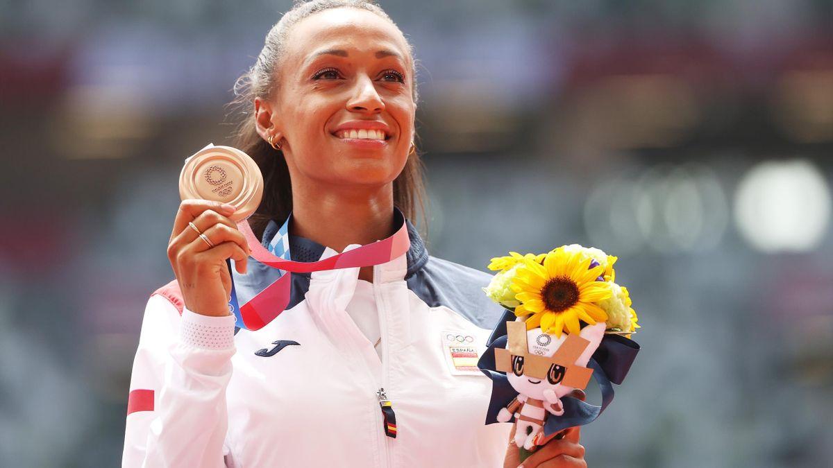 Ana Peleteiro con su medalla de bronce en los Juegos Olímpicos de Tokio 2020
