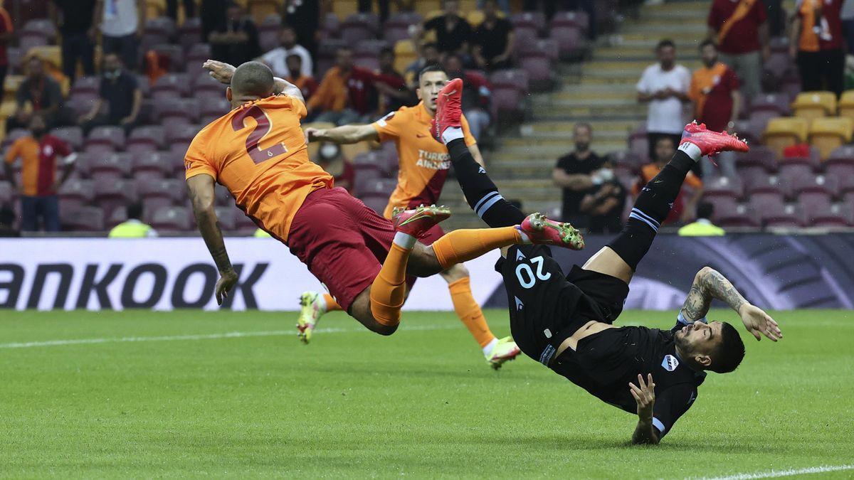 Zaccagni in uno scontro di gioco in Galatasaray-Lazio