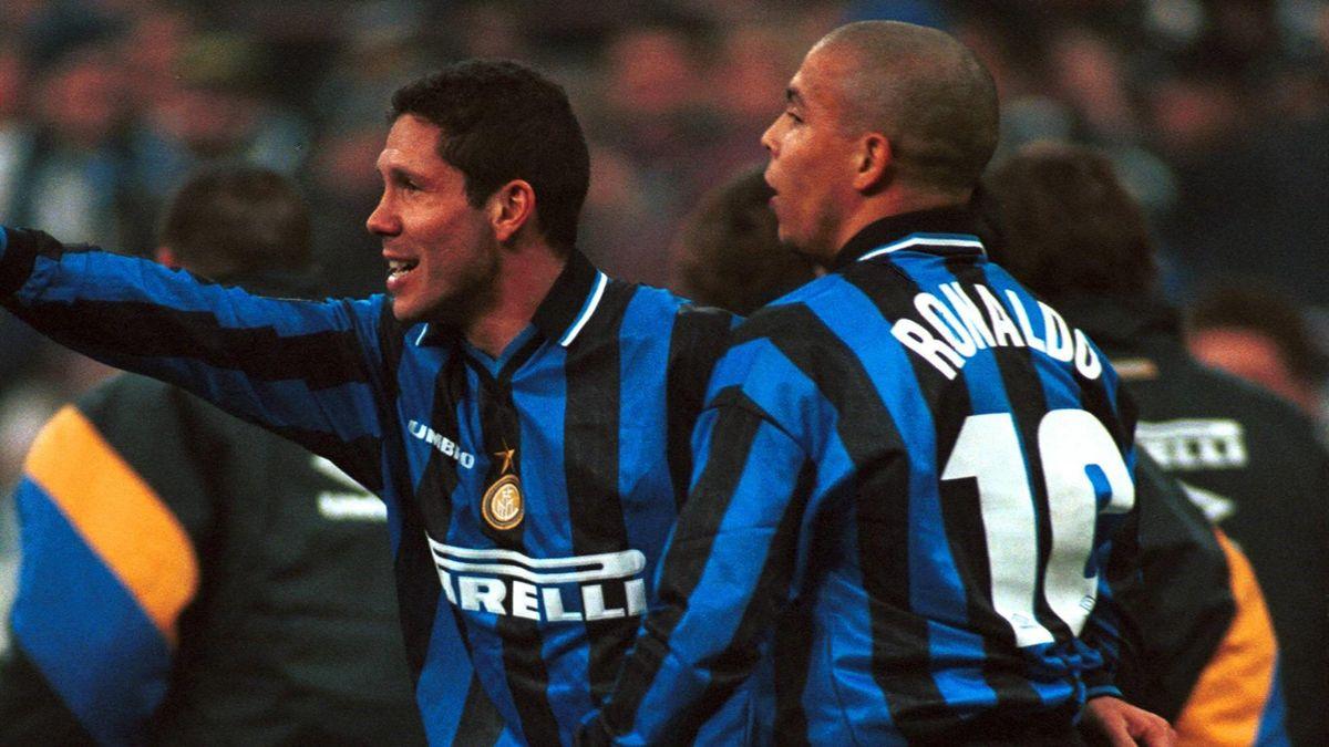 Simeone y Ronaldo celebran un gol con el Inter de Milán