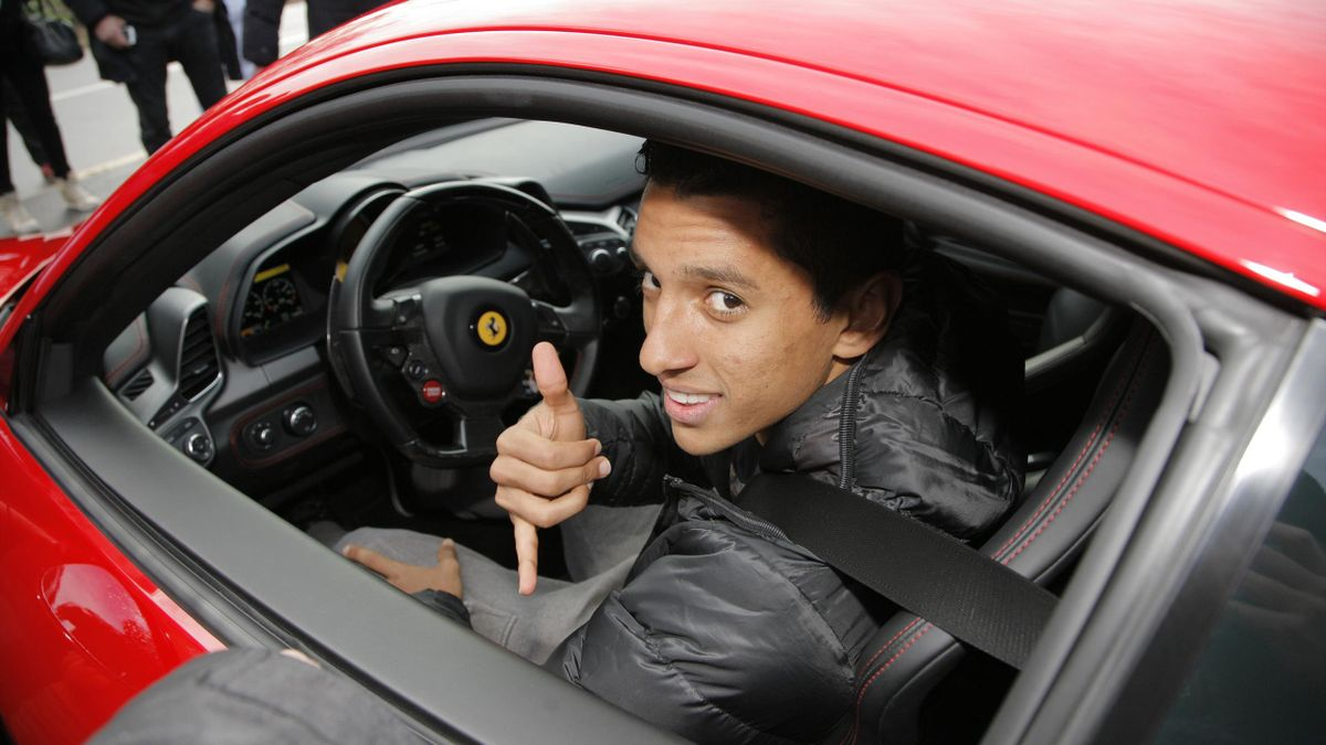 Marquinhos emerges from the PSG training ground