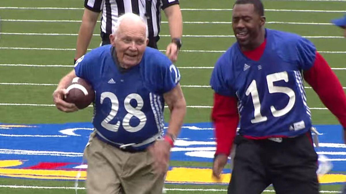 89-летний ветеран Второй мировой войны сделал тачдаун