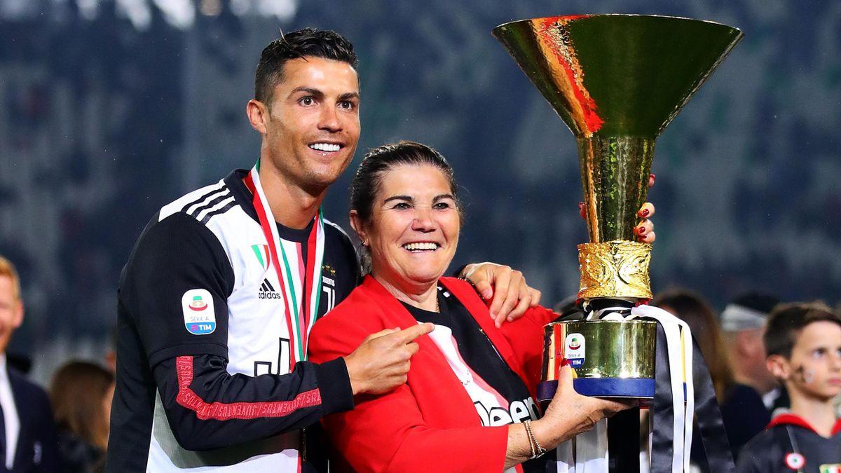 Криштиану Роналду («Ювентус») и его мама Долорес Авейру, 2019 год