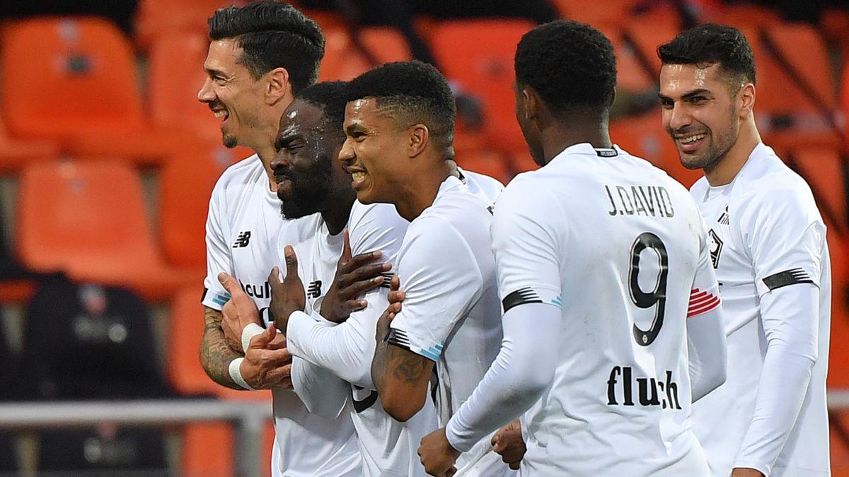 LOSC Lille players celebrating Jonathan Ikoné's goal against Lorient