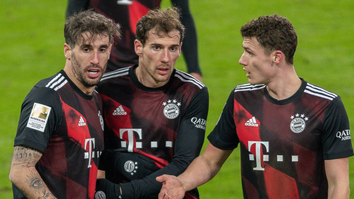 Javi Martínez, Leon Goretzka und Benjamin Pavard (von links; FC Bayern)