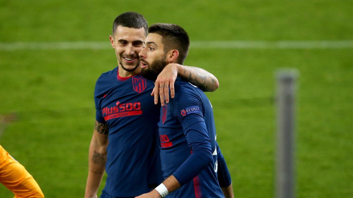 Mario Hermoso y Carrasco celebran un tanto frente al Salzburgo.
