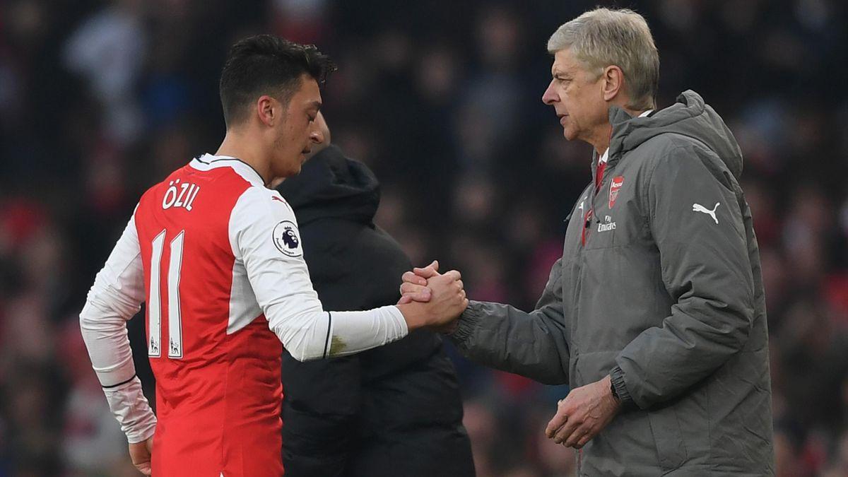 Mesut Özil shakes hand of Arsène Wenger