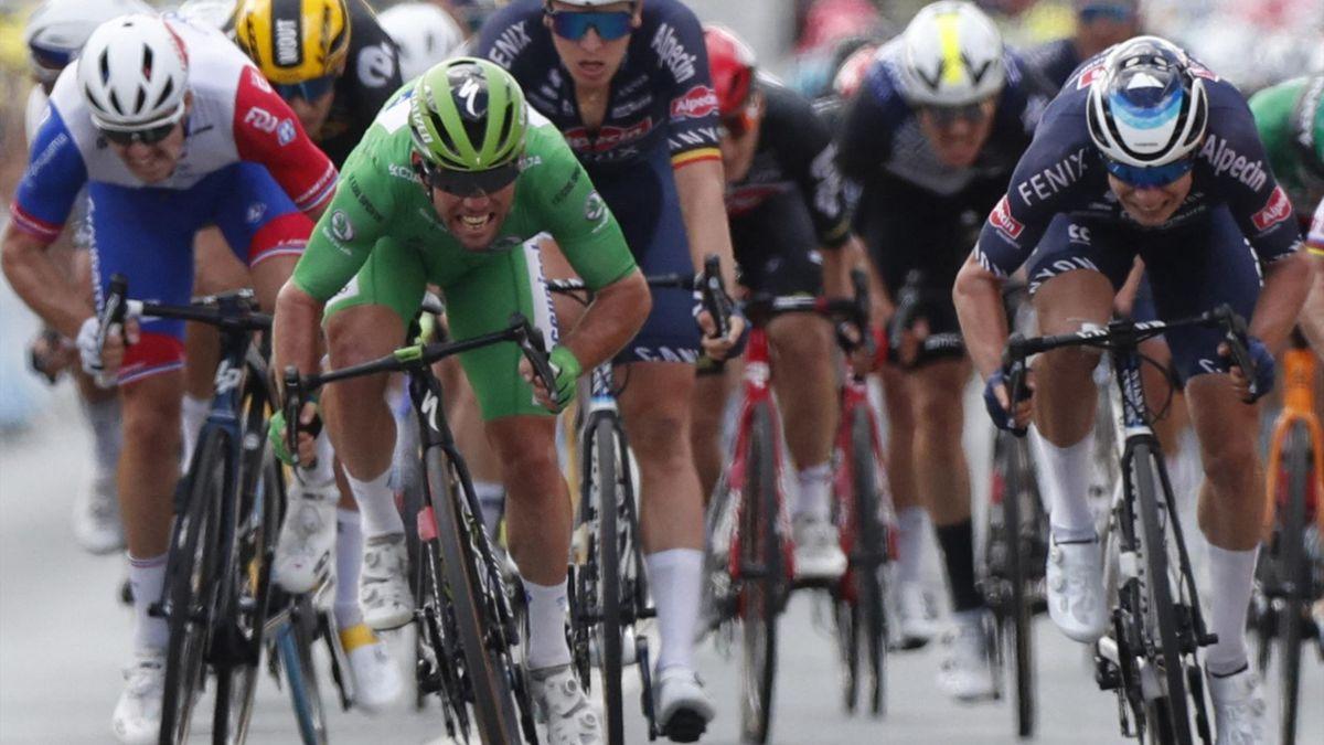 Mark Cavendish vs. Jasper Philipsen Chateauroux Tour de France 2021