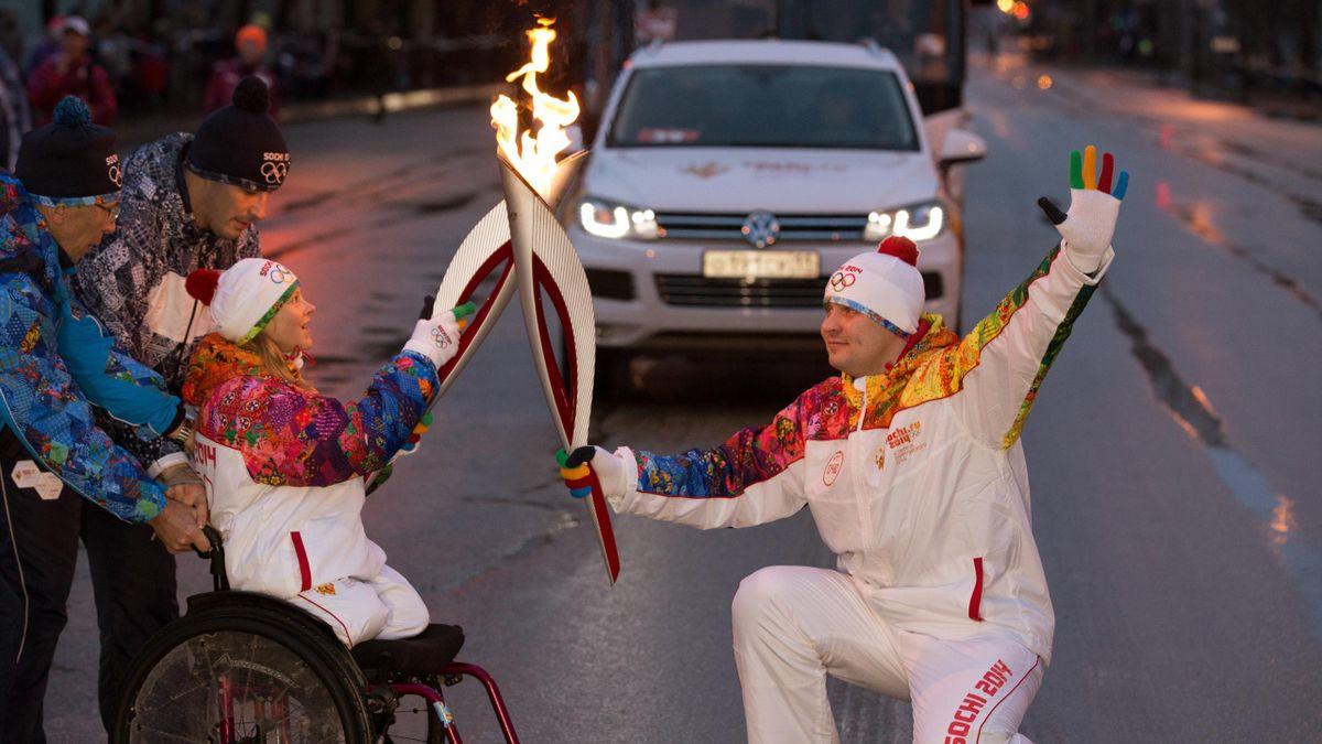Un relevo de la antorcha paralímpica rumbo a Sochi