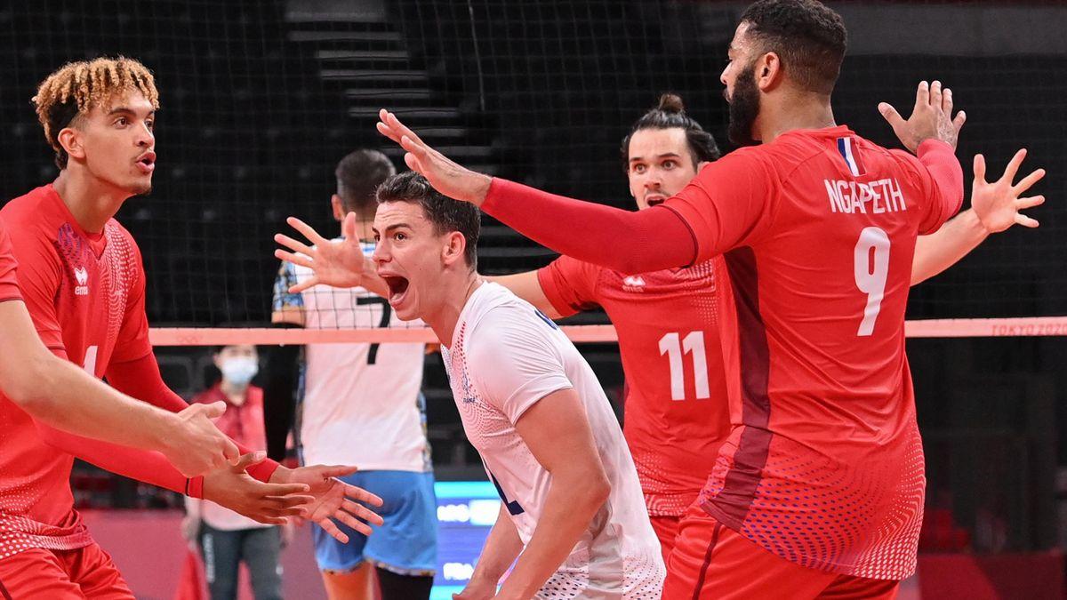 La joie des joueurs de l'équipe de France de volley face à l'Argentine
