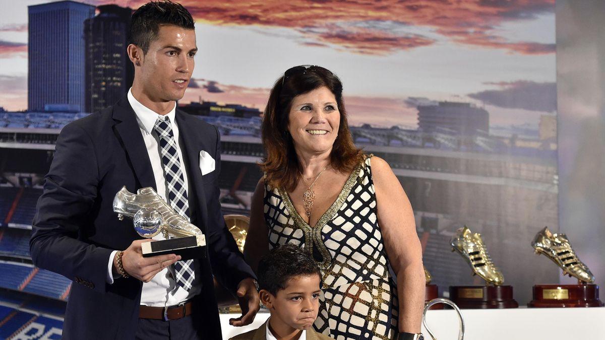 Cristiano Ronaldo, alături de mama și fiul său