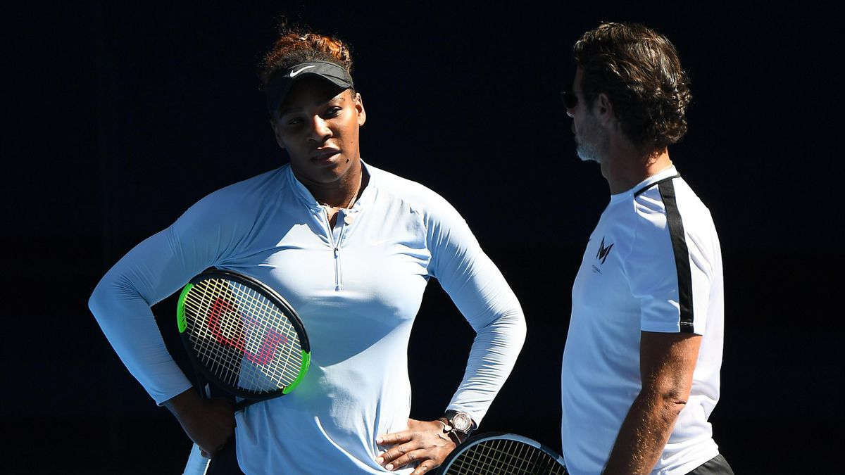 Mouratoglou speaks with Serena Williams in a practice session in Melbourne