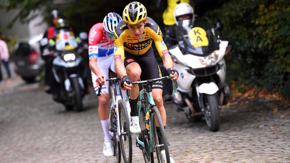 Wout van Aert e Mathieu van der Poel in azione durante il Giro delle Fiandre 2020 - Getty Images