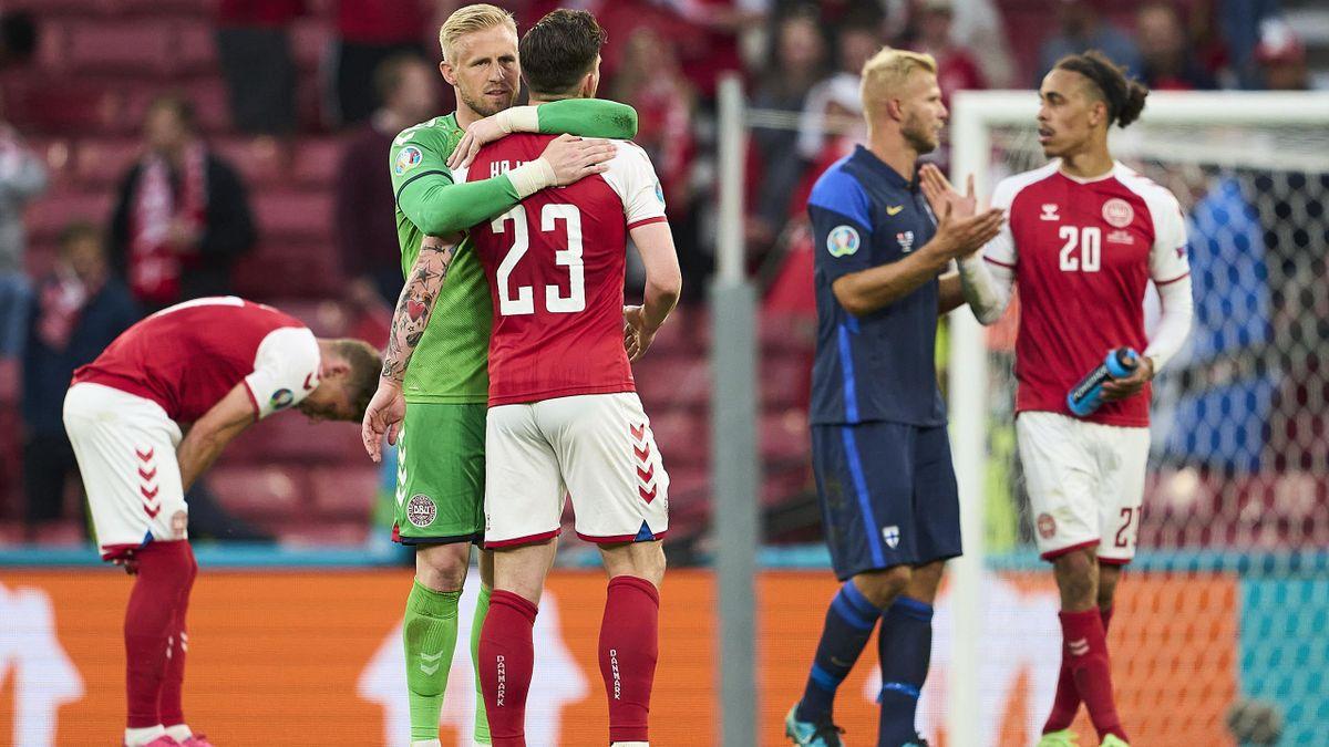 Kasper Schmeichel (l.) kritisiert die UEFA