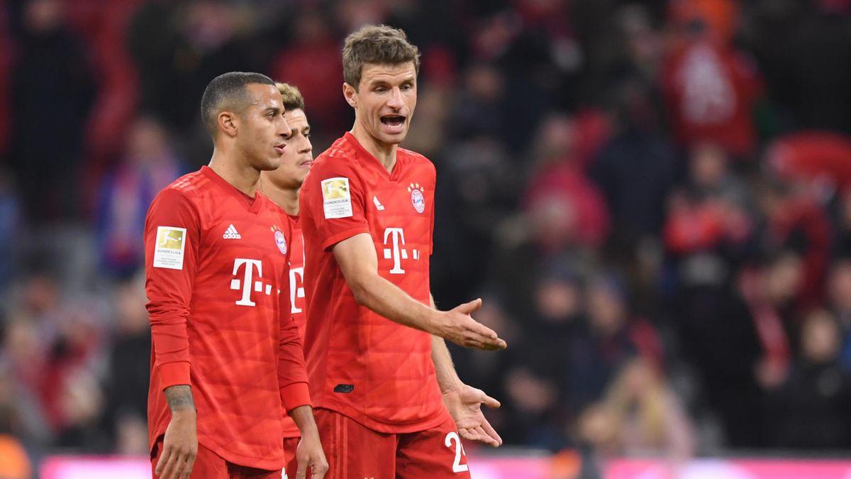 Thiago Alcantara und Thomas Müller vom FC Bayern München