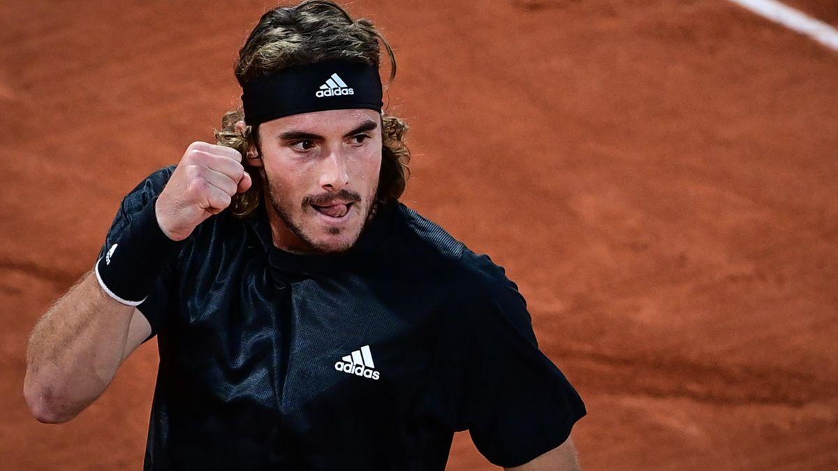 Stefanos Tsitsipas esulta al Roland Garros