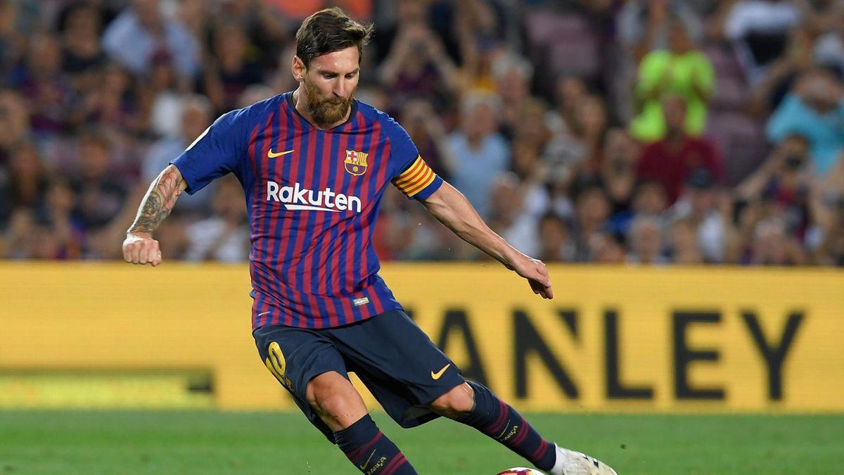 Lionel Messi au coup franc