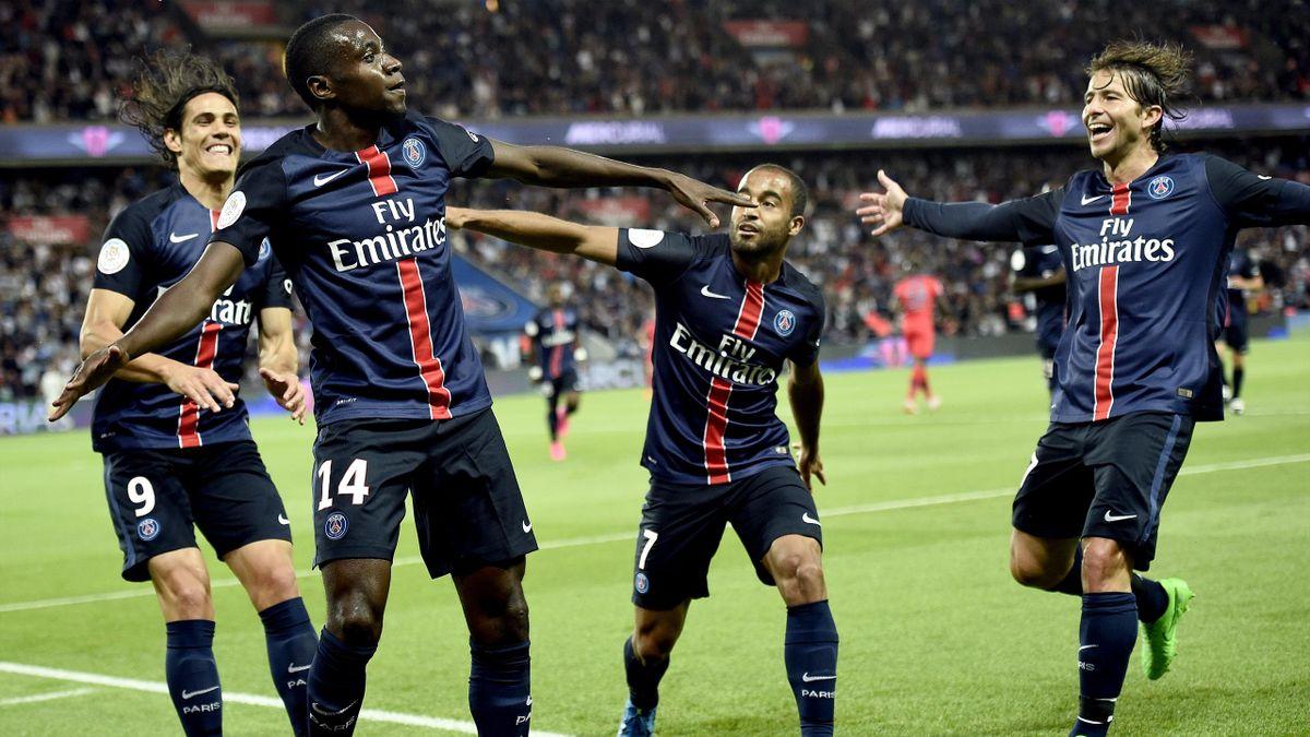 Blaise Matuidi (PSG) félicité par ses coéquipiers après son but face au Gazélec Ajaccio