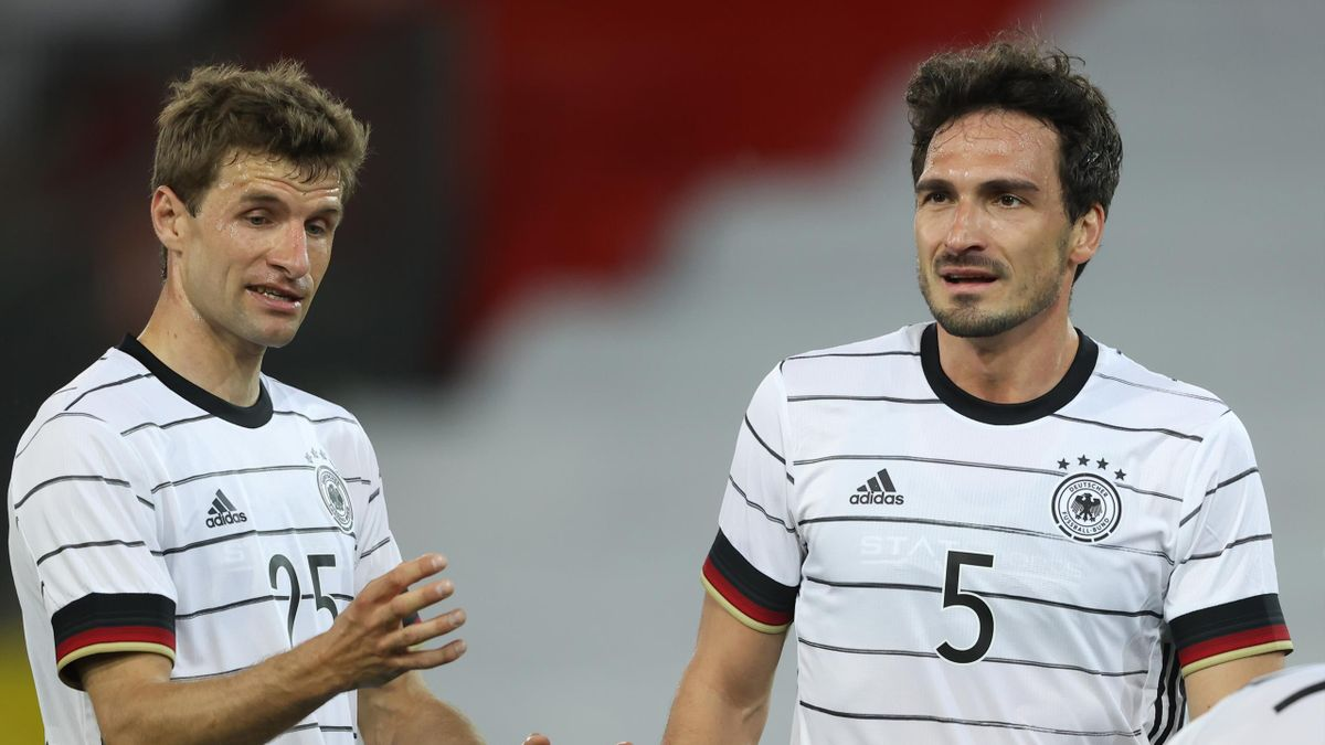 Thomas Müller (l.) und Mats Hummels im EM-Testspiel gegen Dänemark