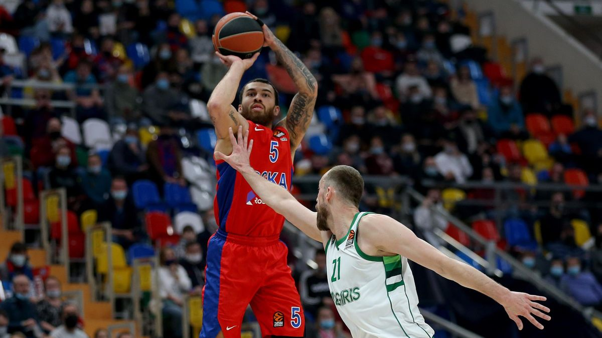 Mike James, #5 of CSKA Moscow competes with Arturas Milaknis, #21 of Zalgiris Kaunas during the 2020/2021 Turkish Airlines EuroLeague match between CSKA Moscow and Zalgiris Kaunas at Megasport Arena on January 13, 2021 in Moscow, Russia