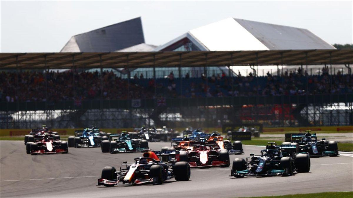 Max Verstappen (Red Bull) et Lewis Hamilton (Mercedes) au Grand Prix de Grande Bretagne 2021