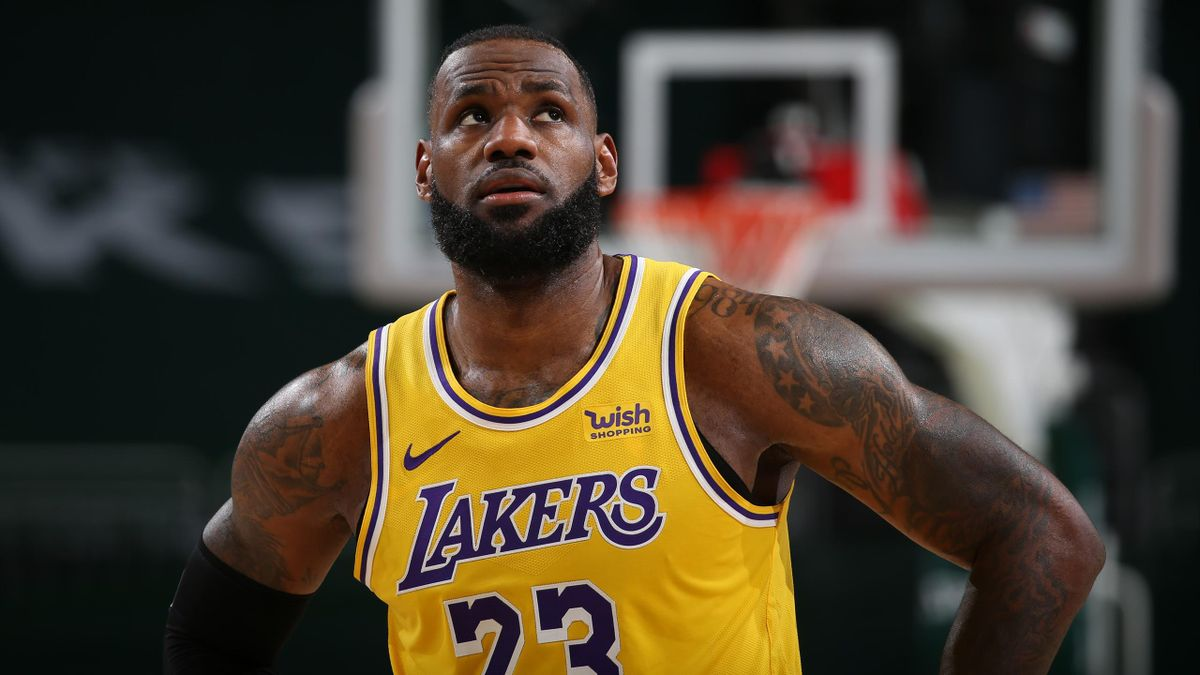 LeBron James lideró la victoria de los Lakers en Milwaukee