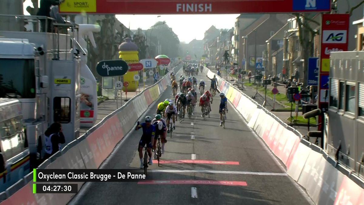 Sam Bennett sprint met overmacht naar zege in Brugge-De Panne