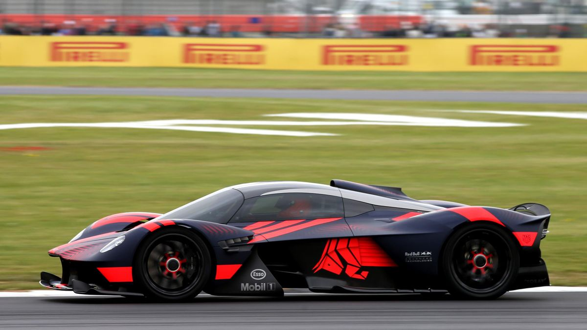 Mercedes F1 Boss Wolff Takes A Stake In Aston Martin Eurosport