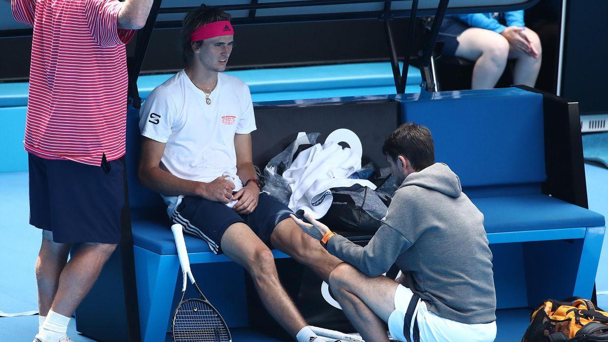 Alexander Zverev hat sich in einem Trainingsmatch für die Australian Open erneut verletzt