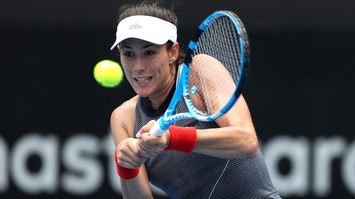 Garbiñe Muguruza golpea de revés en el WTA Sidney