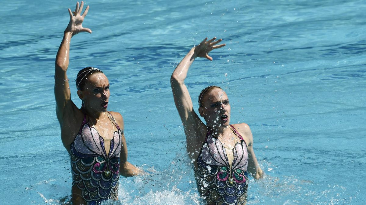 Russia's duet Natalia Ishchenko and Svetlana Romashina compete in the Duets Free Routine preliminaries during the synchronised swimming event at the Rio 2016 Olympic Games in Rio de Janeiro on August 14, 2016
