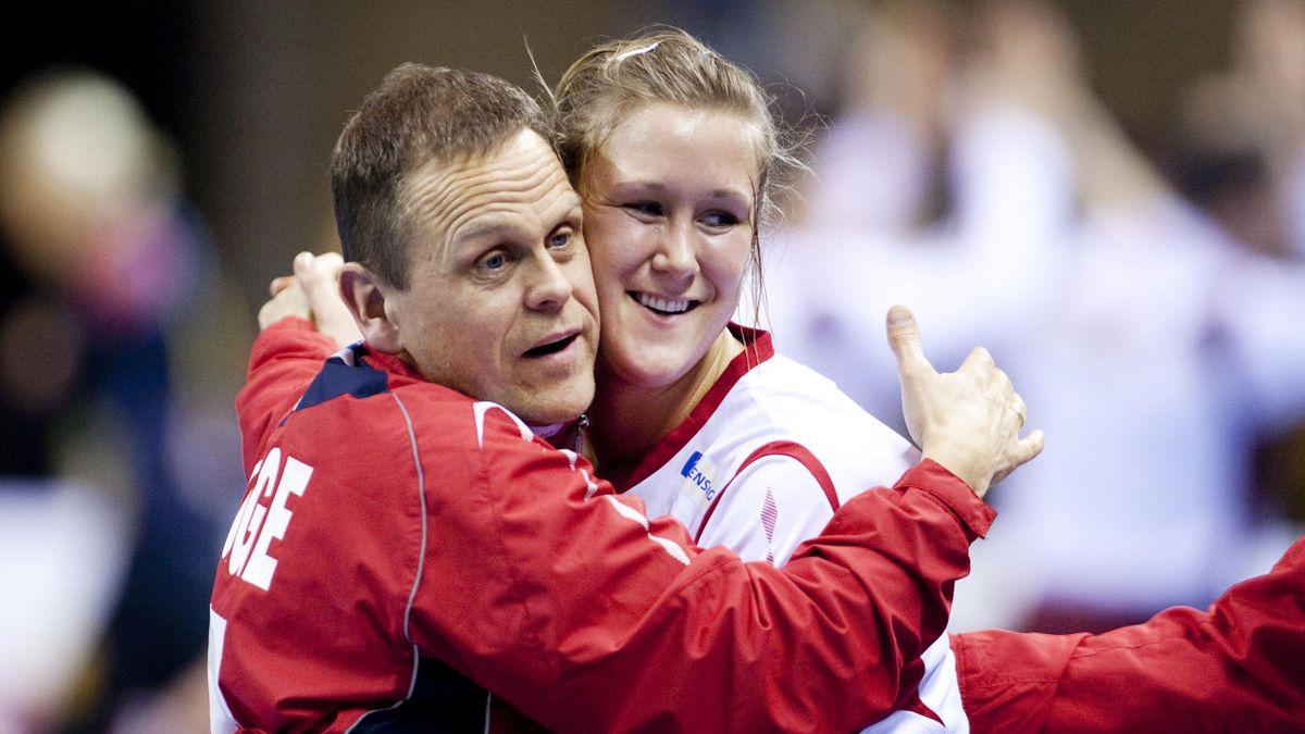 Thorir Hergeirsson og Marit Malm Frafjord jubler etter VM-seieren over Ungarn tilbake i 2009.