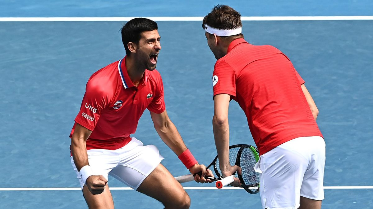 Auftaktsieg für Serbien beim ATP Cup: Novak Djokovic (l.) jubelt mit seinem Doppelpartner Filip Krajinovic
