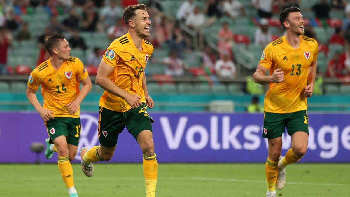 Аарон Рэмзи празднует гол в матче турция – Уэльс