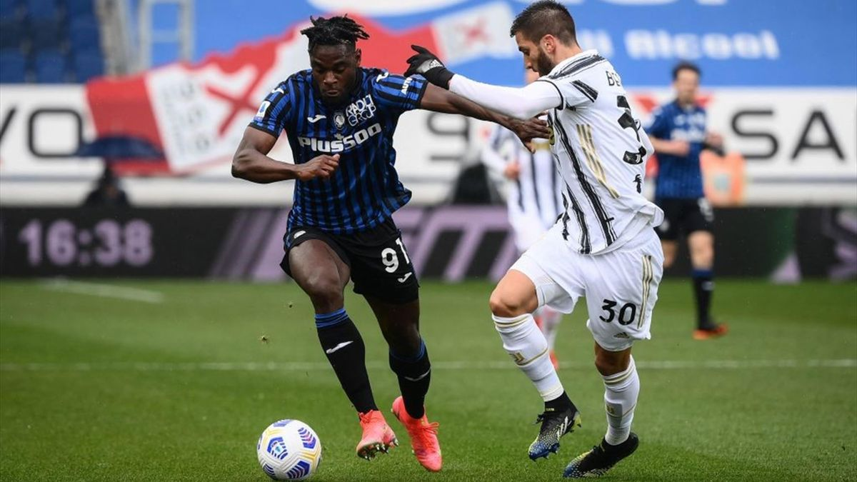 Duvan Zapata in azione durante Juventus-Atalanta - Serie A 2020/2021 - Getty Images