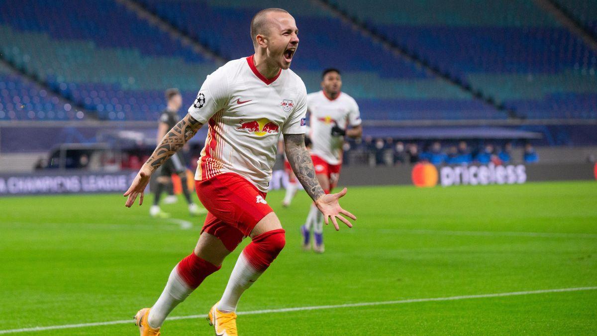 Der Leipziger Angeliño bejubelt seinen Treffer zum 1:0