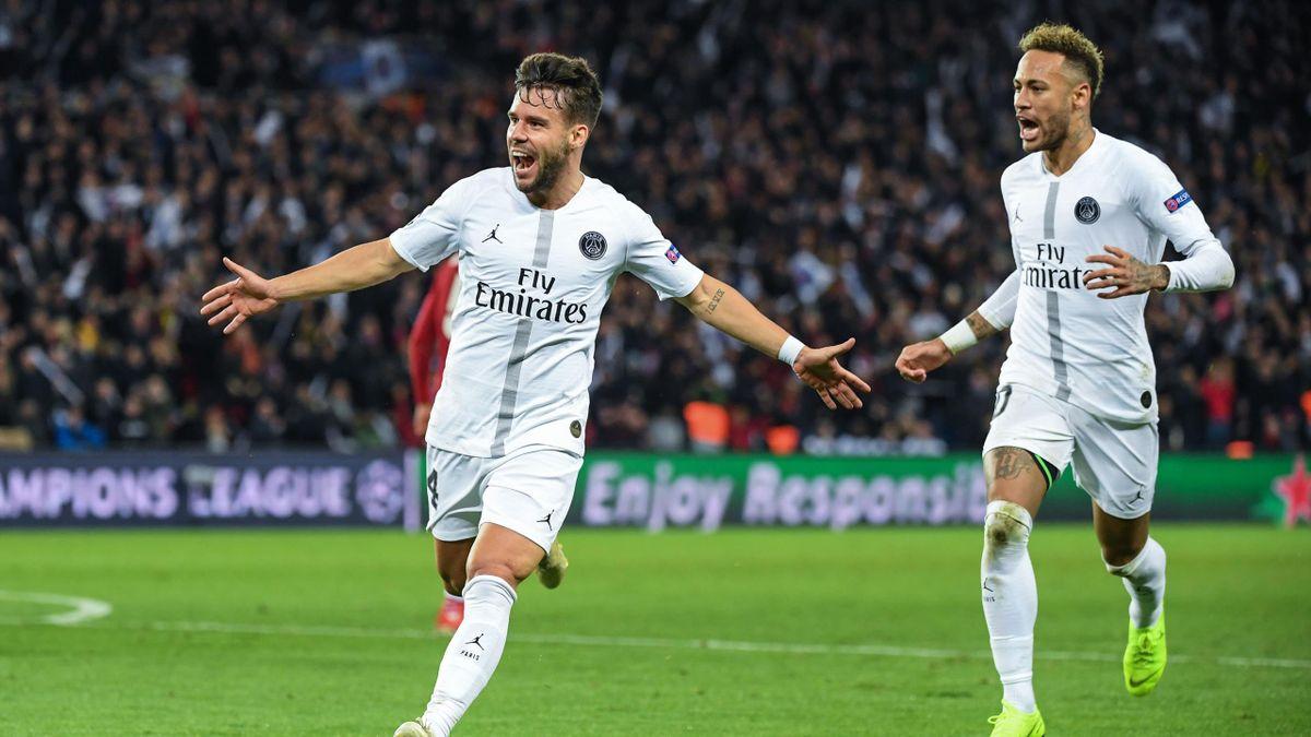 Juan Bernat (links, hier mit Neymar) jubelt über ein Tor in der Champions League