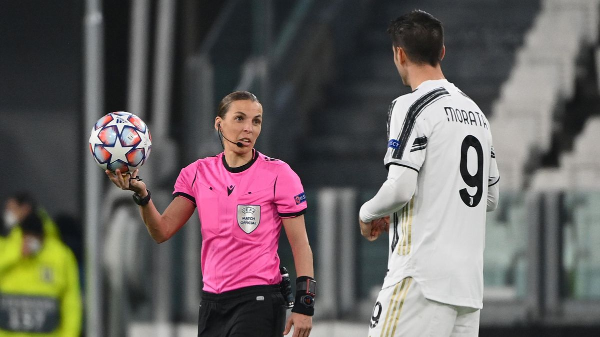 Stephanie Frappart a colloquio con Morata in Juventus-Dinamo Kiev, Champions League, Getty Images