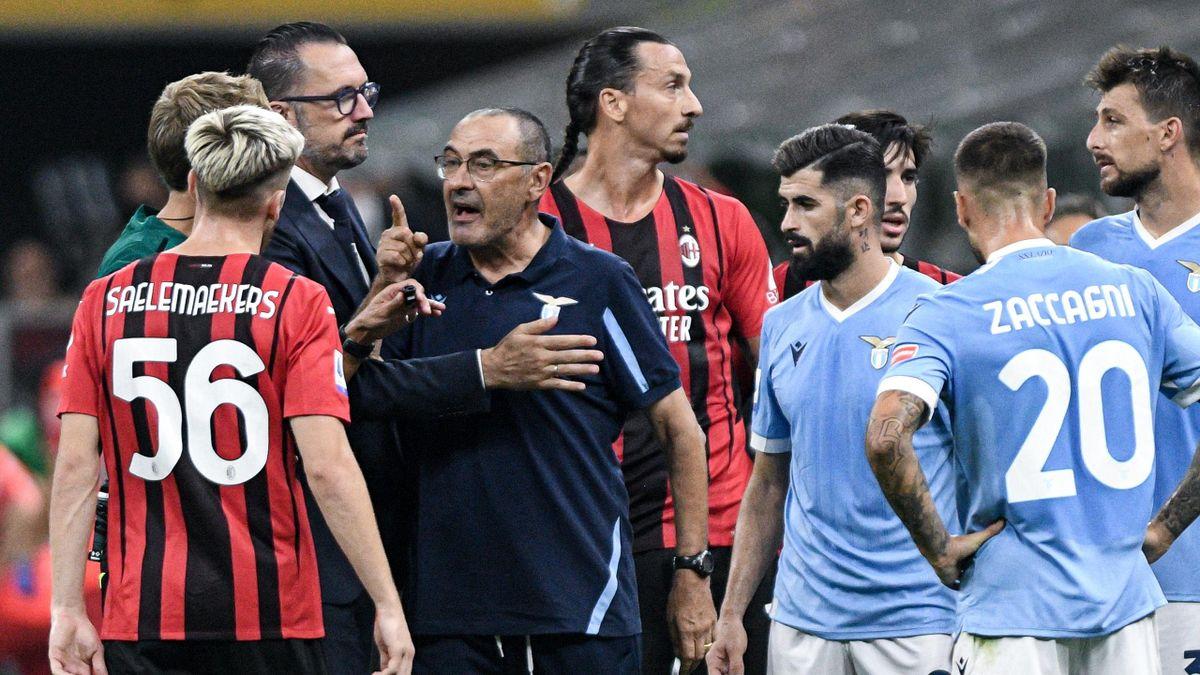 Maurizio Sarri nel concitato finale di Milan-Lazio: gara in cui ha rimediato una squalifica di due giornate