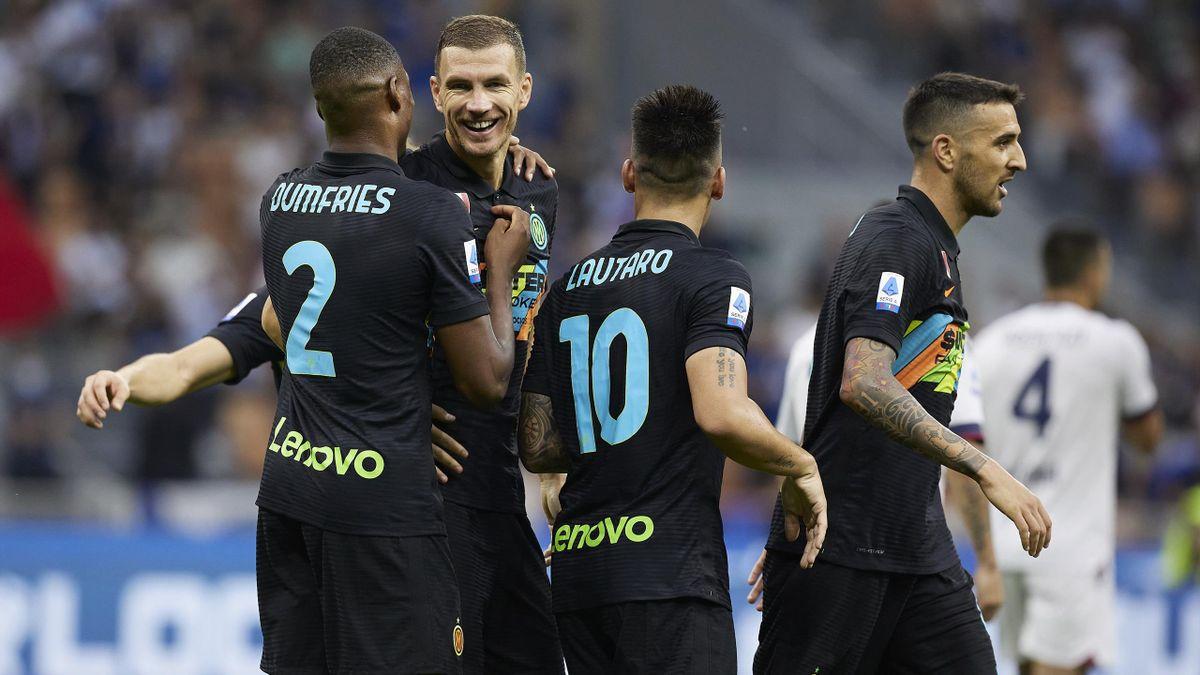 L'abbraccio fra Dzeko, Dumfries, Lautaro e Vecino, Inter-Bologna, Getty Images