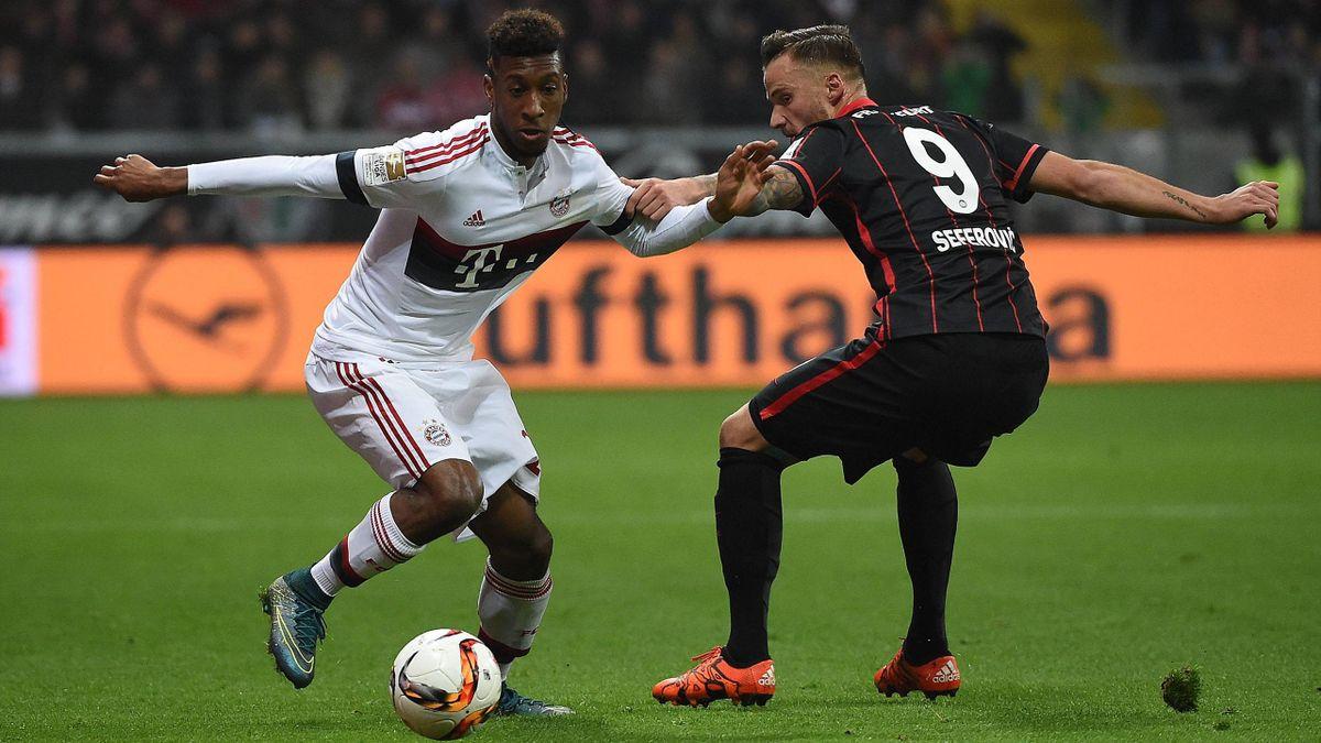 Kingsley Coman (FC Bayern München) im Duell mit Haris Seferovic (Eintracht Frankfurt)