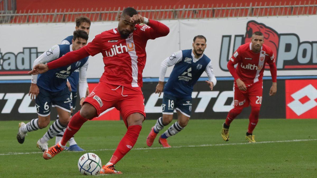 Monza-Chievo, Serie B 2020-2021: Kevin Prince Boateng (Monza) realizza, su rigore, il gol del momentaneo 1-0 (Getty Images)