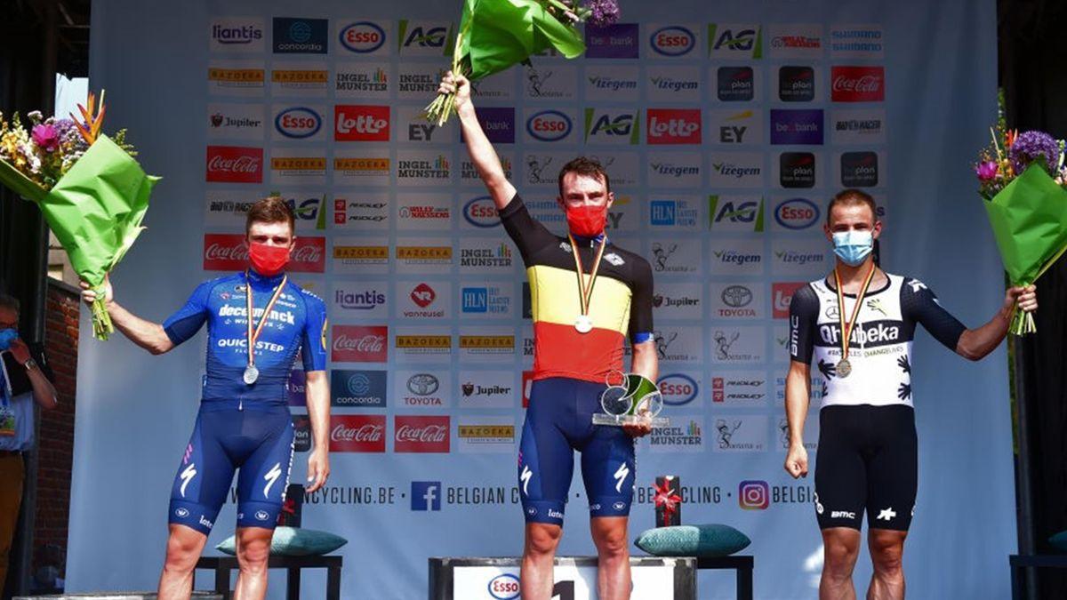 Yves Lampaert, Remco Evenepoel, Victor Campenaerts sul podio dei campionati nazionali a cronometro del Belgio 2021