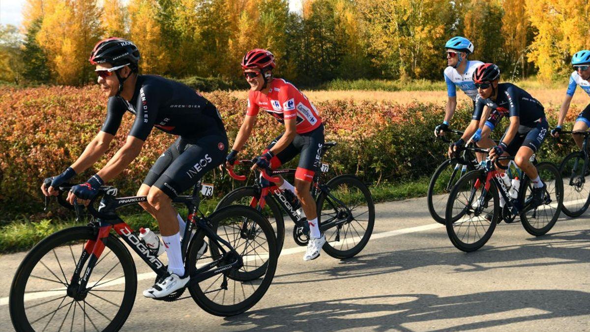 Amador y Richard Carapaz (INEOS) en la 8ª etapa de La Vuelta a España 2020, en su paso por La Rioja