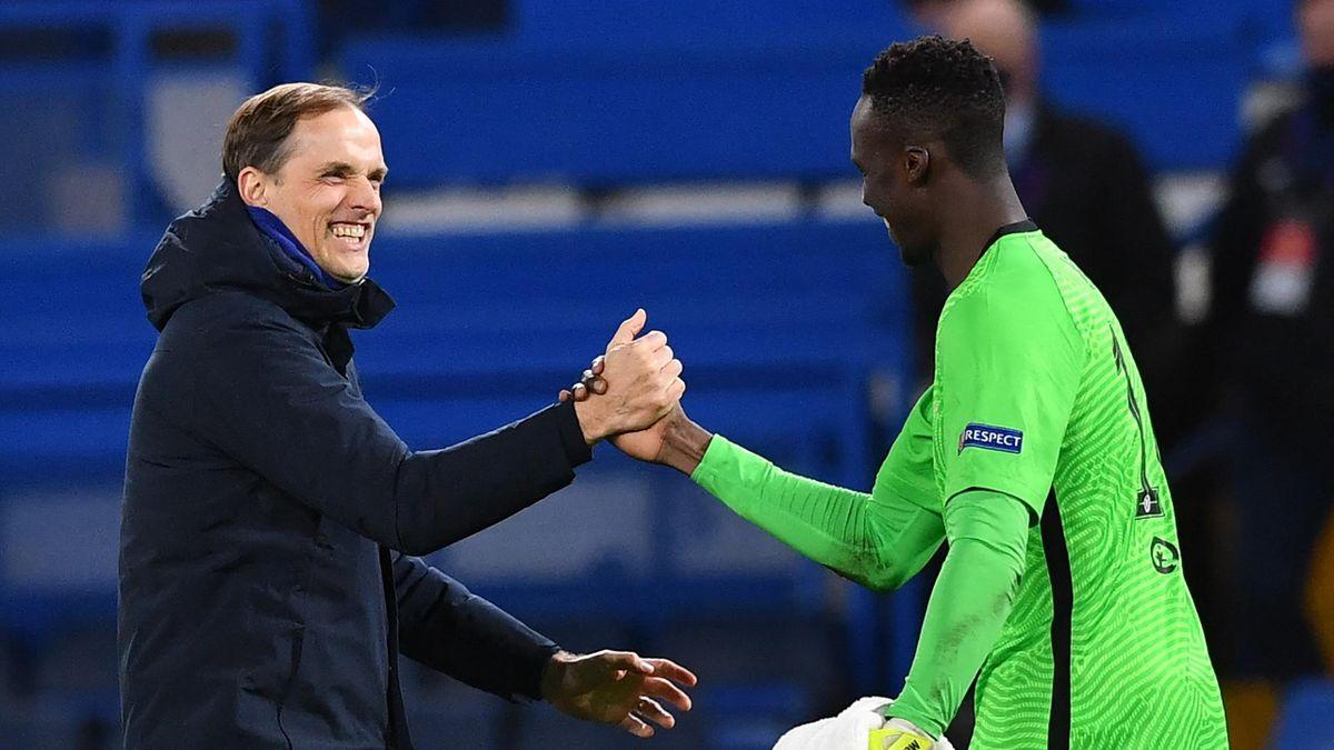 Chelsea-Trainer Thomas Tuchel freut sich mit Torwart Edouard Mendy über den Viertelfinal-Einzug in der Champions League