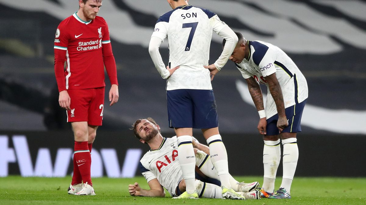 Harry Kane of Tottenham Hotspur grimaces in pain, Tottenham Hotspur v Liverpool, Tottenham Hotspur Stadium, London, January 28, 2021